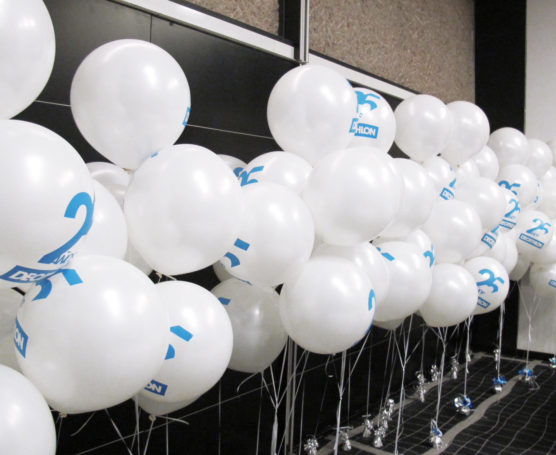 Decoracion con globos personalizados para decathlon - Llenar globos con helio ...