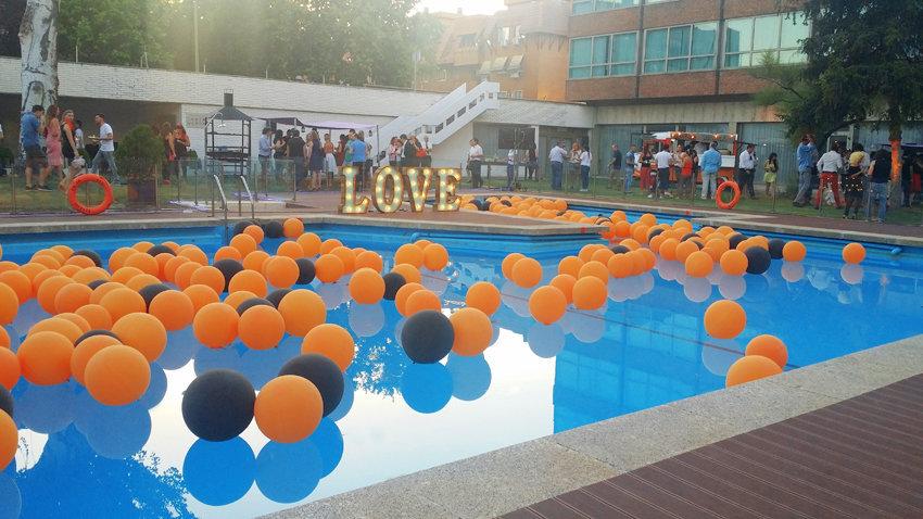 Piscina con globos para exclama - Adornos para piscinas ...