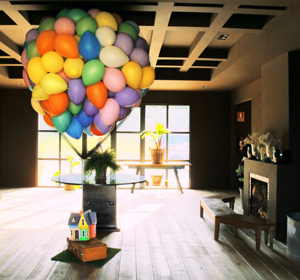 Decoracion con globos casita up donglobo - Decoraciones de salones de casa ...