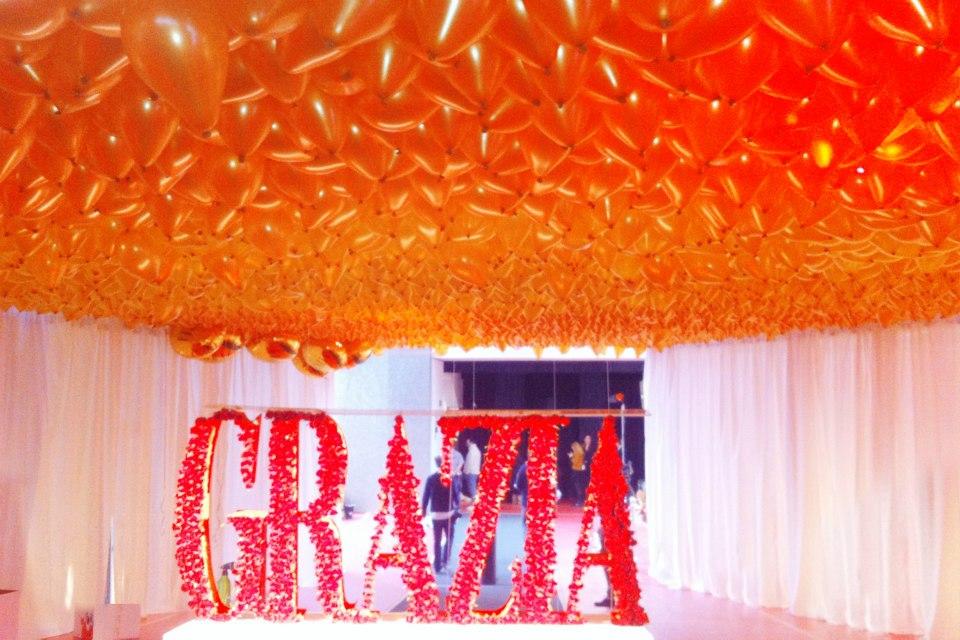 Reparto de globos para grazia junto con los famosos - Decoraciones para techos ...
